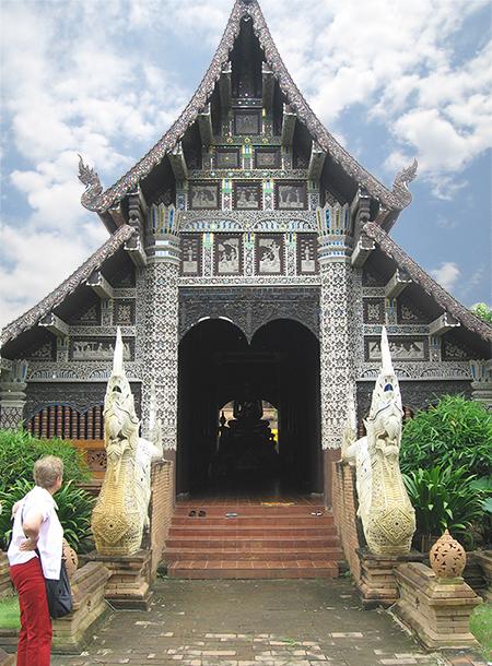 Lynn at a Buddhist temple